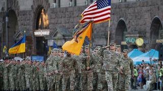Generalprobe: US-Streitkräfte marschieren mit ukrainischen Soldaten