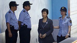 رئيسة كوريا الجنوبية السابقة باك جون هاي لدى وصولها إلى مقر محكمة في سول