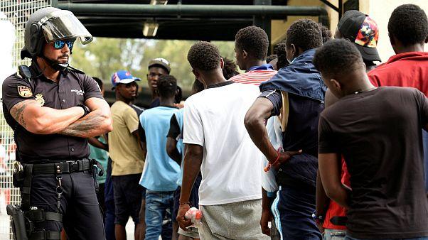 انتقاد مدافعان حقوق بشر از دولت اسپانیا برای بازگرداندن پناهجویان آفریقایی