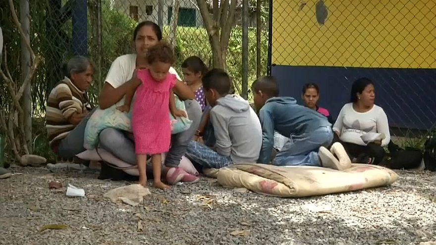 فنزويليات يهربن من طوابير المستشفيات والفقر في بلادهن والإكوادور تفتح ممرا إنسانيا