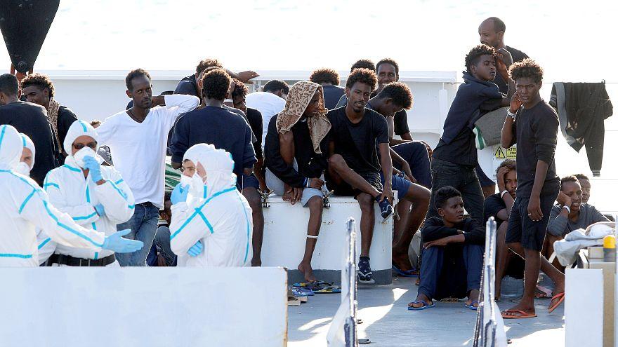 İtalya-AB gerginliği artıyor: Teknede bekletilen 150 mülteci için karar çıkmadı