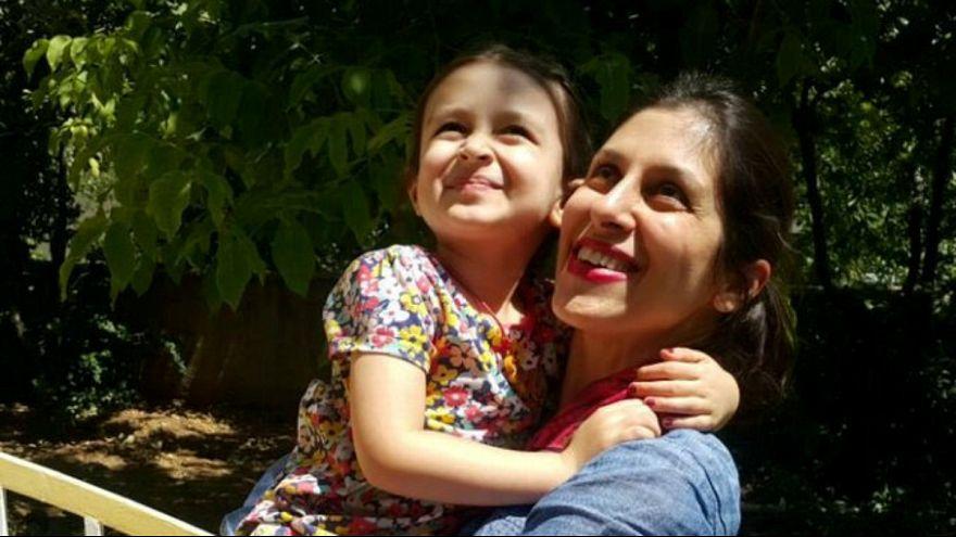 Jornalista britânica pôde voltar a abraçar a filha Gabriela