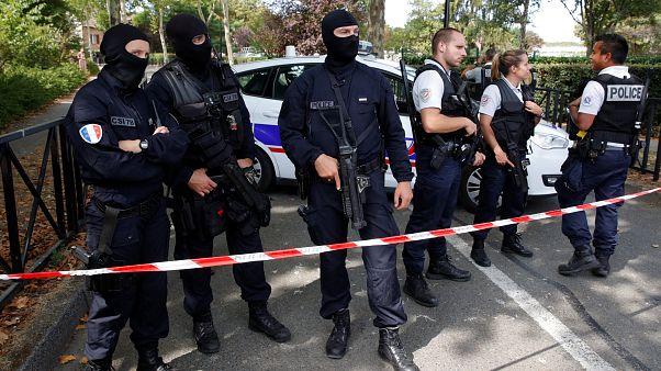منفذ هجوم ضاحية باريس الذي قتل والدته وشقيقته..  إرهابي أم مختل عقليا؟