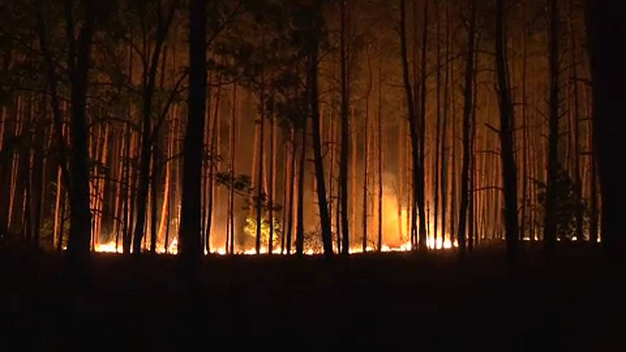 Még mindig lángol az erdő Berlin mellett