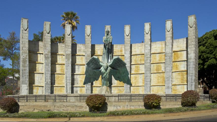 مقبره فرانکو در دره لوس کایدوس یا دره شهیدان اسپانیا