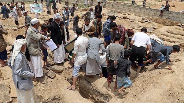 """""""هيومن رايتس ووتش"""" تطعن في مصداقية تحقيقات التحالف السعودي بشأن الانتهاكات في اليمن"""