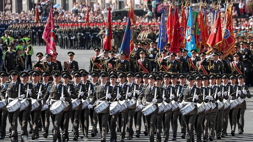 """Kiev: la parata per il """"Giorno dell'Indipendenza"""