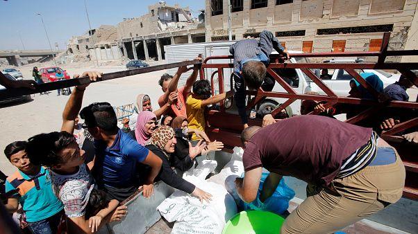الناجون من نير داعش في الموصل يتوسلون الطعام