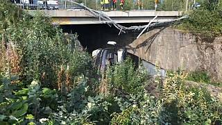 Bus stürzt von Brücke: 4 Tote in Finnland