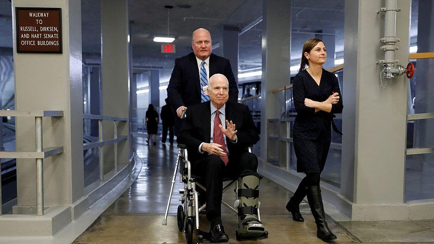 جون ماكين يقرر إيقاف علاجه ويستسلم لسرطان الدماغ