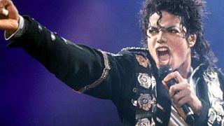 Sony piyasaya sürdüğü 3 Michael Jackson şarkısının sahte olduğunu itiraf etti