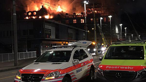 Riesiges Feuer am Bahnhof Zürich: Trümmer fliegen 200 m durch die Luft