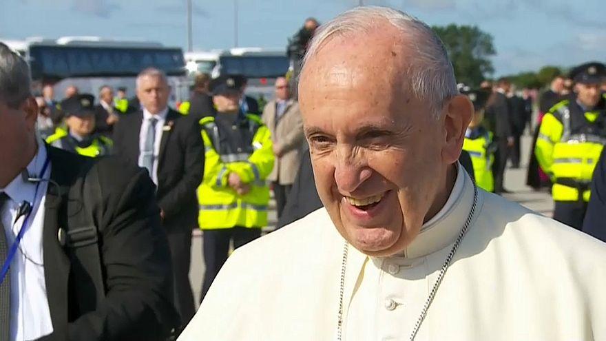 Papst Franziskus in Irland eingetroffen