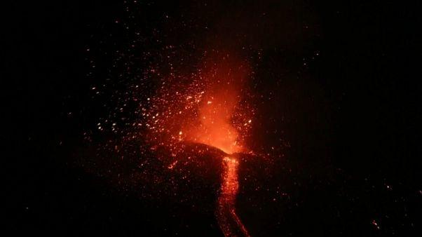 شاهد: بركان إيتنا في صقلية يعود للنشاط