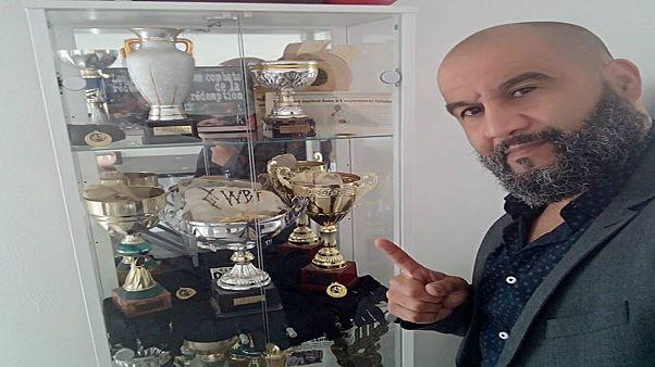 ملاكم فرنسي من أصول عربية ينقذ طائرة من مختل عقلي ويبهر الجميع ببطولته