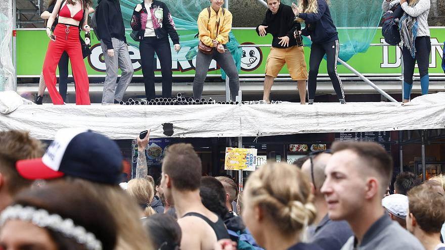 """Trotz Regen 10.000 beim letzten """"Zug der Liebe"""" - 10 Fotos"""