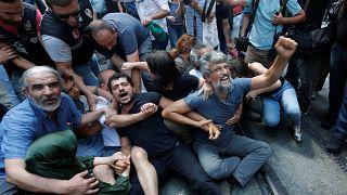 Decenas de detenidos en la protesta 700 de las Madres de los Sábados