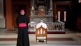 Ο Ποντίφικας προσεύχεται για τα θύματα της Ρωμαιοκαθολικής Εκκλησίας