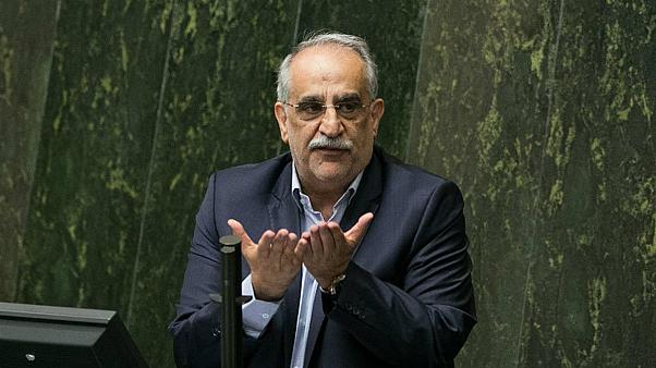 وزیر اقتصاد ایران با رای عدم اعتماد نمایندگان مجلس برکنار شد