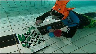 Λονδίνο: Σκάκι στο βυθό της πισίνας