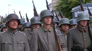 Ezren katonaruhában a verduni csata emlékére