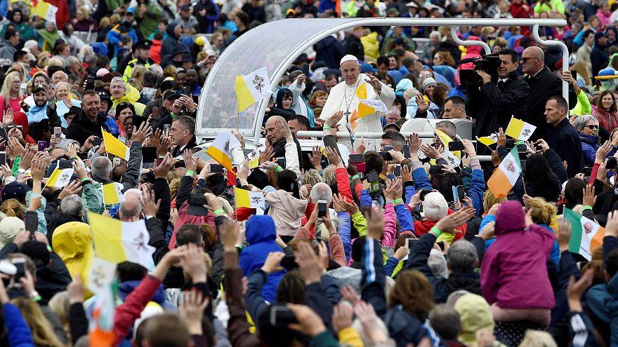 """Abus : le pape égrène les """"pardons"""" à Dublin"""