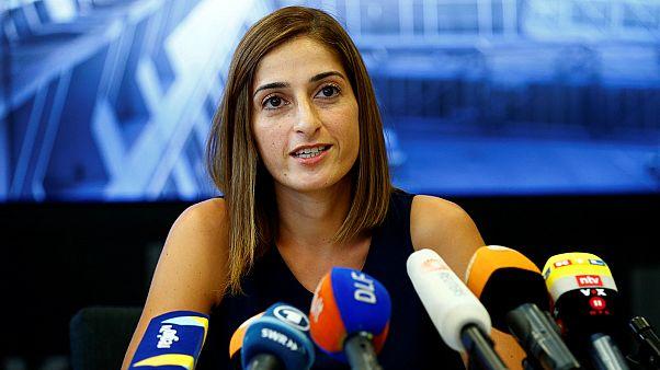الصحافية الألمانية التركية تحكي قصة اعتقالها في إسطنبول بعد السماح لها بالسفر