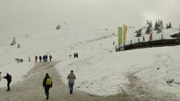 Alp dağlarına Ağustos ayında kar yağdı