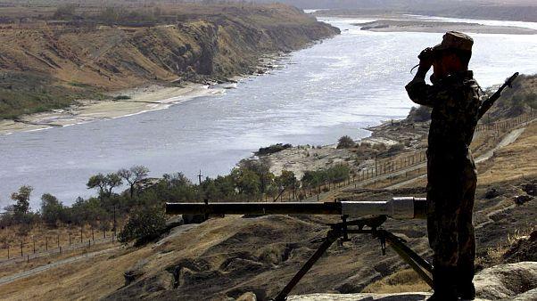 سرباز روس در مرز تاجیکستان و افغانستان