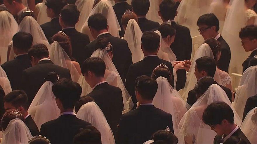 شاهد: عُرس جماعي بمشاركة الآلاف في كوريا الجنوبية
