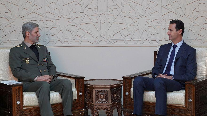 الرئيس السوري بشار الأسد خلال لقائه بوزير الدفاع الإيراني أمير حاتمي