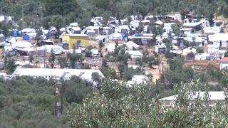 جزر يونانية تدعو أثينا إلى إعادة توطين اللاجئين وتخفيف الاكتظاظ عليها