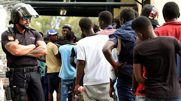 Mi jár a menekülteknek az EU szerint?