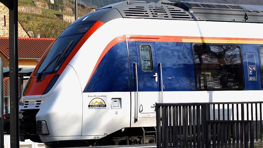 Mehr als 20 Passagiere beteiligen sich an Massenschlägerei in Zug von Freiburg nach Basel