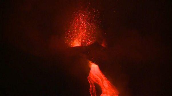 Etna, il video dell'attività stromboliana dal nuovo cratere di sud-est