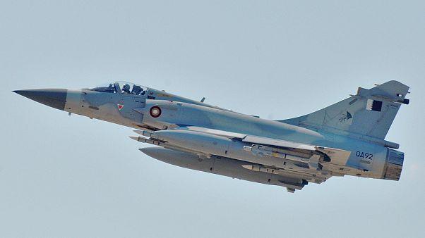 طائرة من طراز ميراج 2000-5 تابعة للقوات الجوية القطرية أثناء إقلاعها