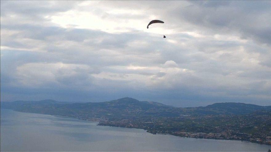 Gleitschirmakrobatik überm Genfer See