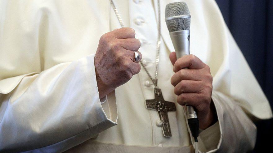 Понтифик отправил юных гомосексуалов к врачу