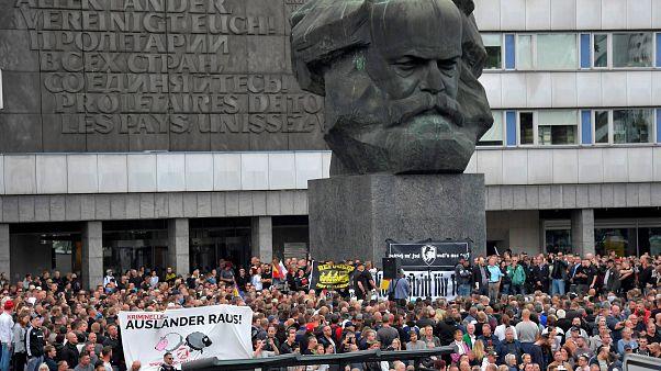 """Allemagne : l'extrême droite défile après une """"chasse"""" aux étrangers"""