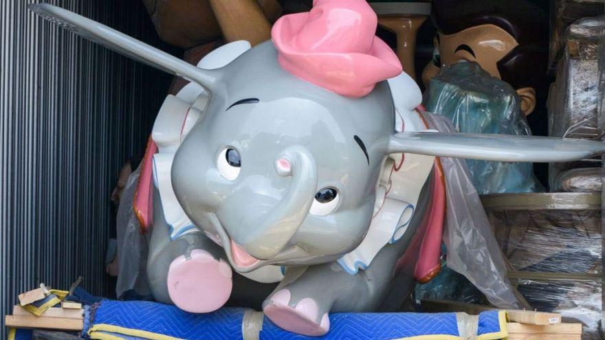 Leilão de objetos da Disneyland arrecada quase 7 milhões de euros