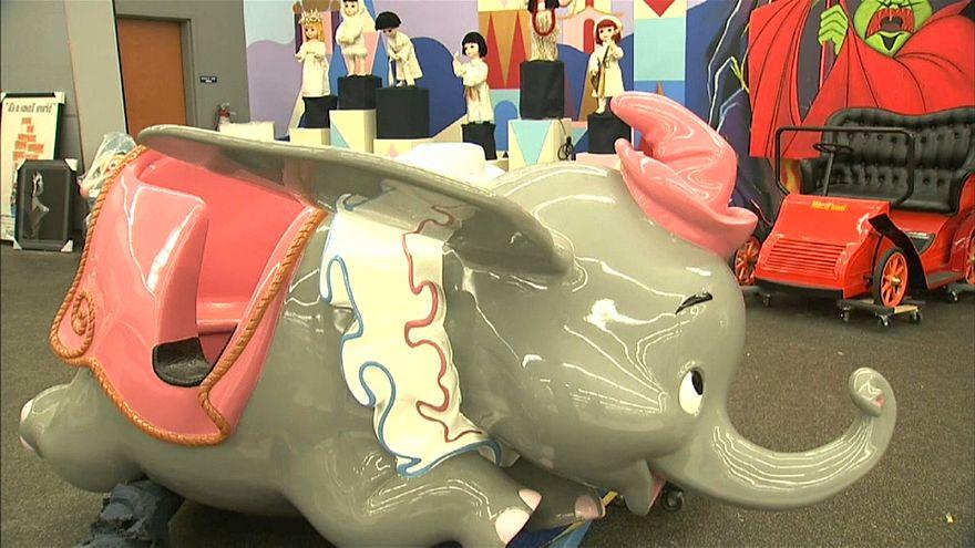 483 ألف دولار سعر الفيل الطائر دامبو بمزاد في ديزني لاند