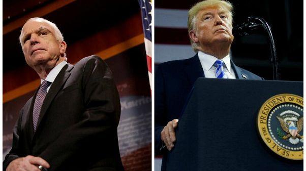 Trump McCain için bayrakların yarıya indirilmesi talimatını verdi