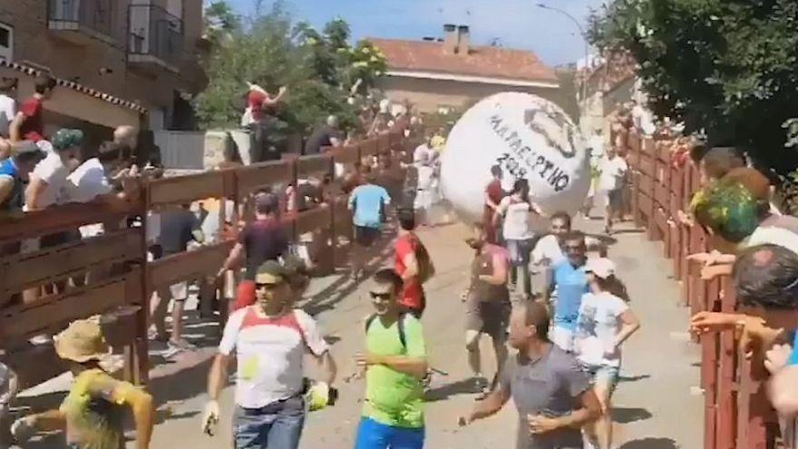 """El """"boloencierro"""" de Mataelpino """"estudia"""" obligar a usar casco y culpa al corredor herido"""