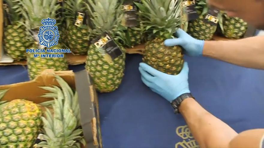Polícia espanhola apreende cocaína escondida... em ananases
