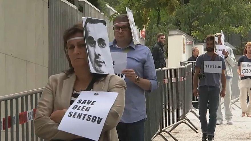 Szencovért tüntettek Prágában