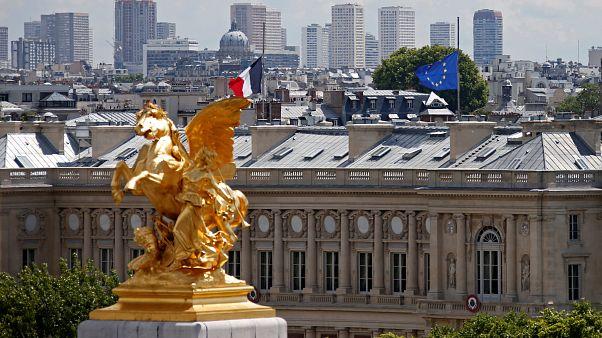 دولت فرانسه از دیپلماتهایش خواست از سفرهای غیرضروری به ایران بپرهیزند