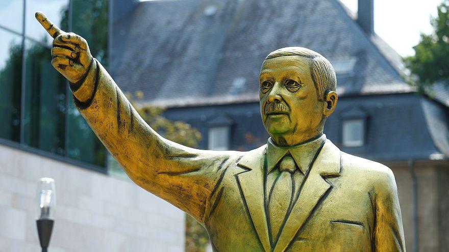 Almanya: Recep Tayyip Erdoğan'ın heykeli tartışmalara yol açtı