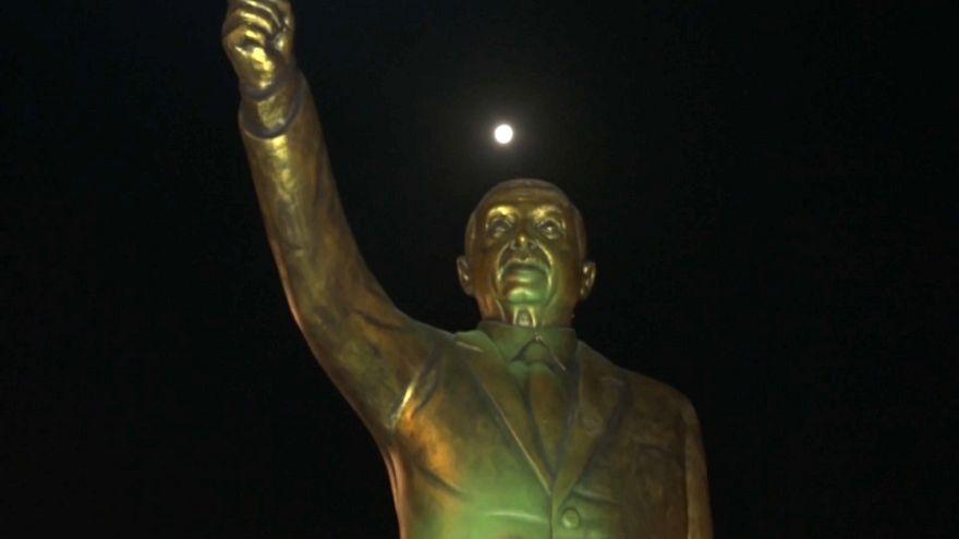 Allemagne : la polémique statue d'Erdogan démontée