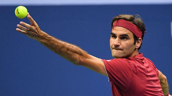 Us Open: Federer passeggia, Djokovic fatica