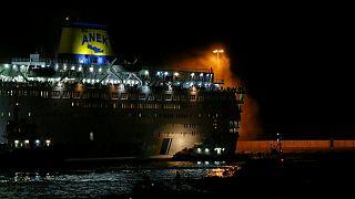 نجات مسافران یک کشتی در یونان پس از حریق